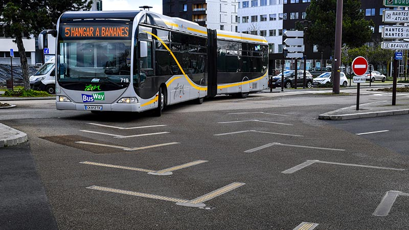 https://metropole.nantes.fr/files/images/actualites/deplacements-stationnement/Semitan/busway-flowel-800.jpg