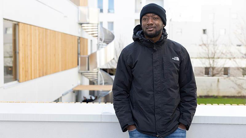 Fodé Moussa, 26 ans, apprécie les douches «plus grandes». «C'est notre nouvelle maison, on viendra y recharger son portable et rester un peu au chaud.»