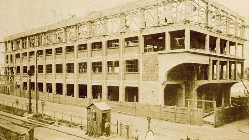 Image d'archives du Cap44-Grands Moulins de Loire, premier bâtiment en béton armé, érigé en 1895 selon le procédé Hennebique, révolutionnaire à l'époque.